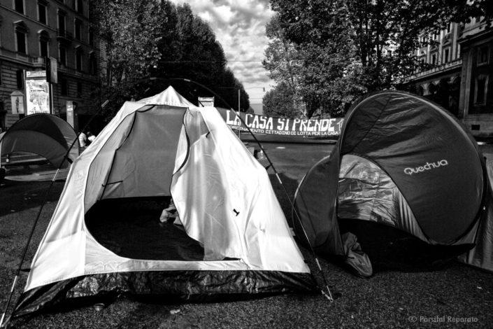 Diritto alla Casa - Roma, Porta Pia ottobre 2013